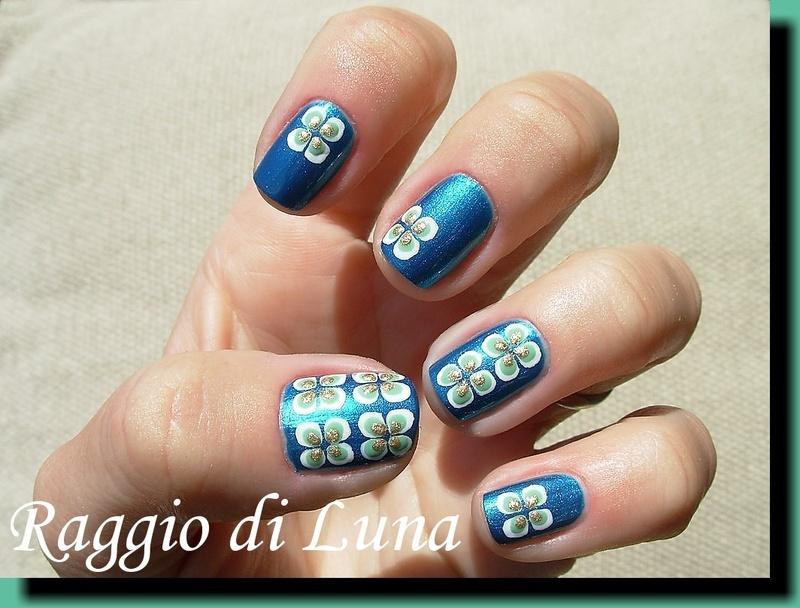 Simple flowers on malachite green nail art by Tanja