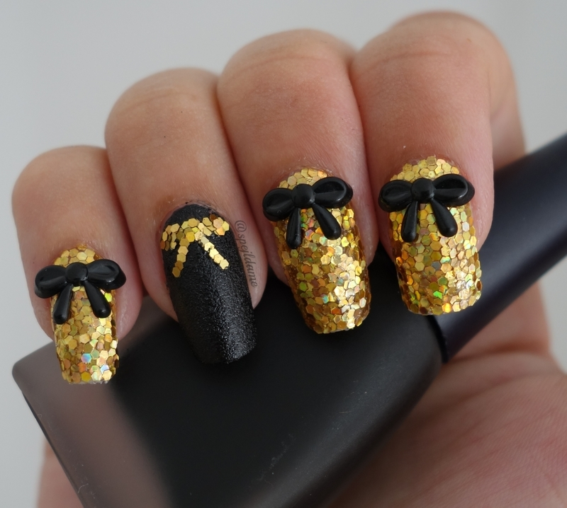 Golden Sparklylock nail art by Sparkly Nails by Spejldame