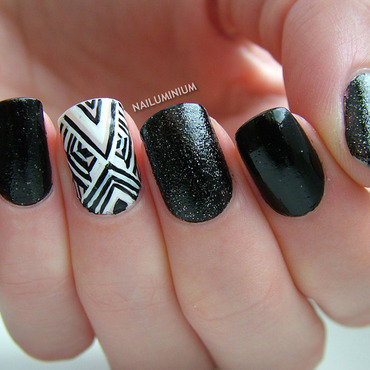 Black and white nails 20 2  thumb370f