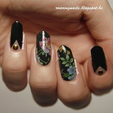 Black Floral nail art by Robin