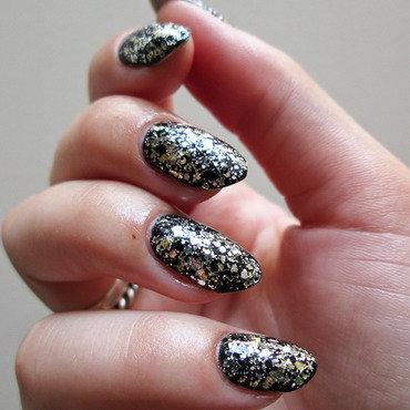 Lancelot Place nail art by Yenotek