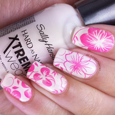 Flower Power nail art by Rose Mercedes