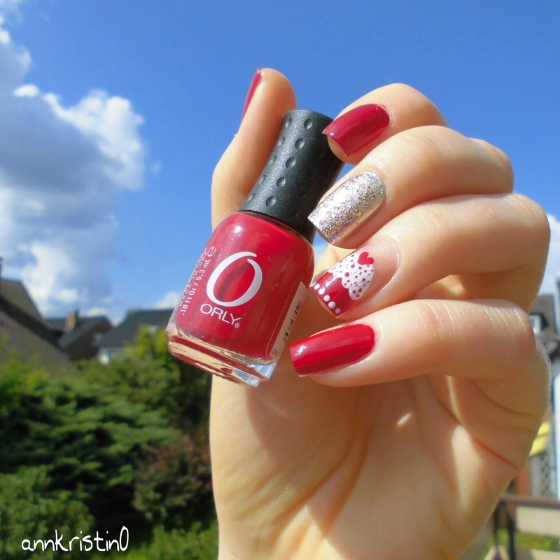 Cupcake in the Sky nail art by Ann-Kristin