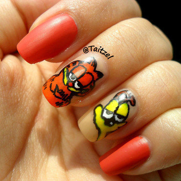 Garfield and Odie nail art by Teo