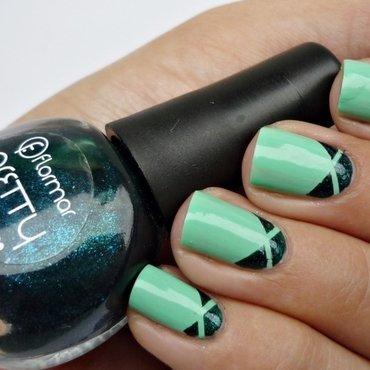Triple Triangl nail art nail art by Romana