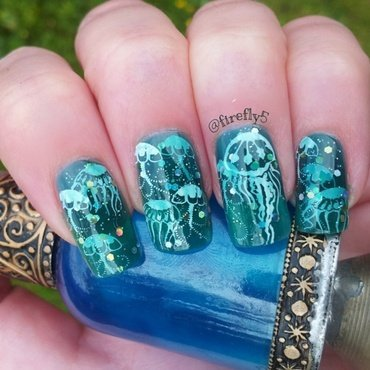 Jellyfish Pond Manicure nail art by Ruth Cox (@firefly5)