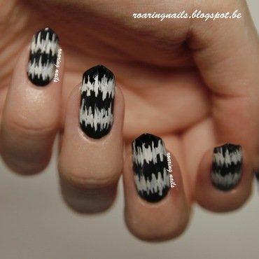 Black and White Stripes nail art by Robin