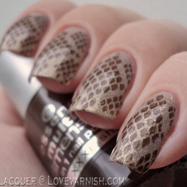 Brown and golden snakeskin manicure nail art by Loqi