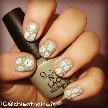 Glitter Daisies nail art by Chloe Lewis