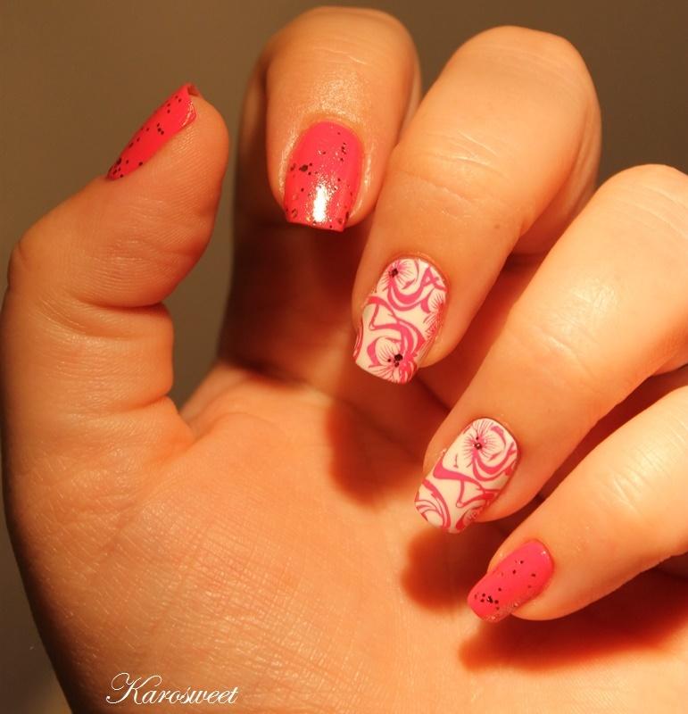 Hey baby !! I'm glitz & glam !! nail art by Karosweet