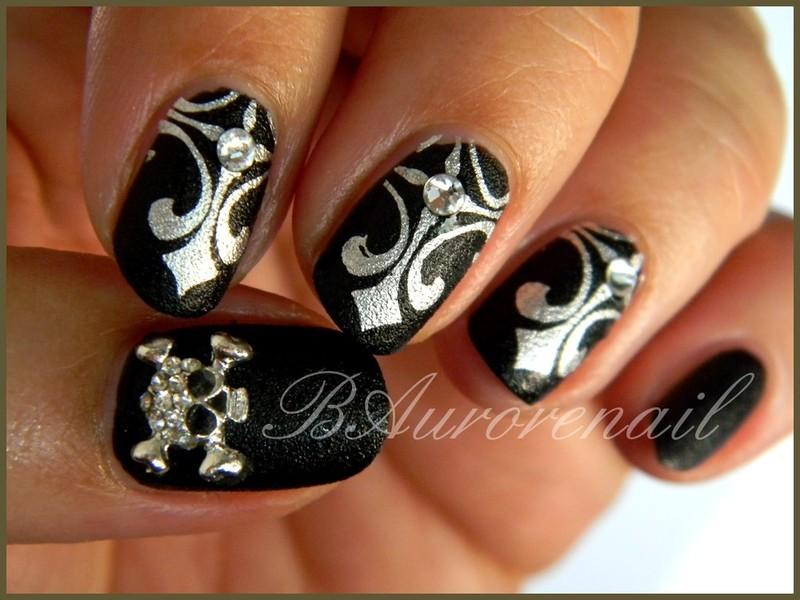 Cuir noir nail art by BAurorenail