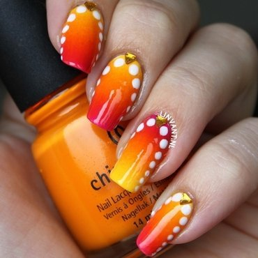 Hot Like Lava nail art by Lin van T