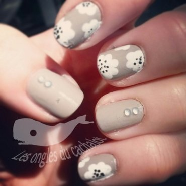 Elegant white flowers nail art by Cachalot