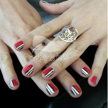 Black strip nail art by Cachalot