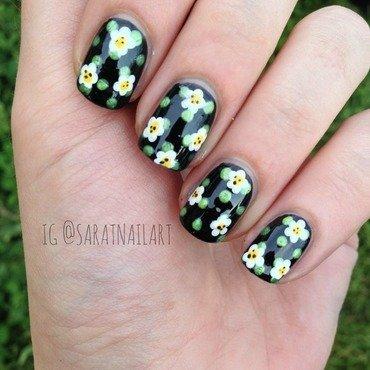DAISIES&DOTS nail art by Sara T