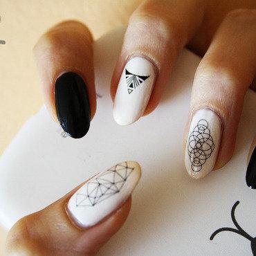 B&W geometry nail art by Pat