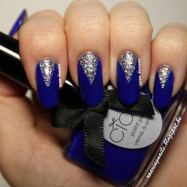 Shiny Triangles nail art by Robin