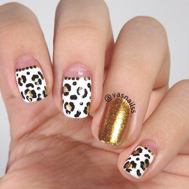 Golden Animal Print nail art by  Vanesa