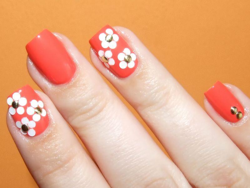 Daisy by Marc Jacobs nail art by Paulina Domoradzka