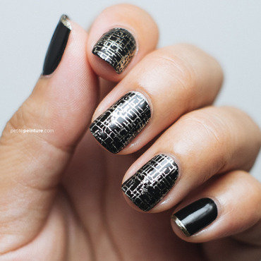 Techy Grid & Gold Tips nail art by Petite Peinture