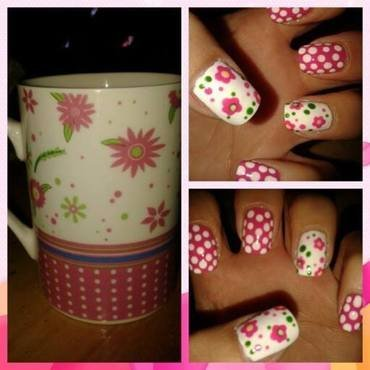 Flowers & Dotts nail art by Emilia