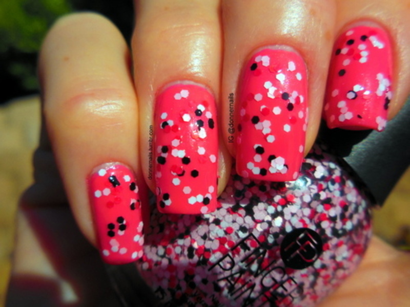Pinky Glitter nail art by Donner
