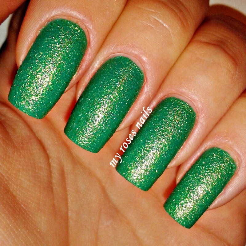 Green sparkling sand  by Ewa