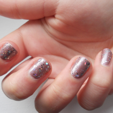 Holographic mauve nail art by liliza