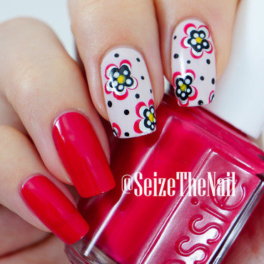 Dotted flowers nail art by Bella Seizethenail