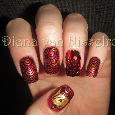 Scales part 01 nail art by Diana van Nisselroy