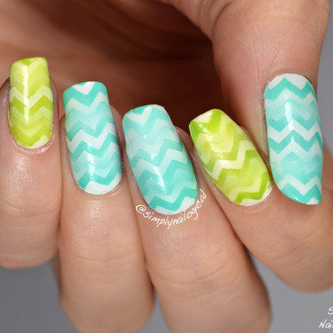 Returning reciprocal chevron gradient nail art by simplynailogical
