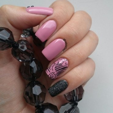 Pink & Black nail art by retronail