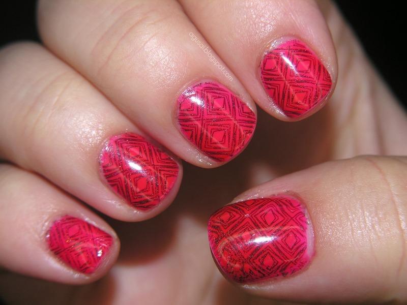 B. Loves plates nail art by Agni