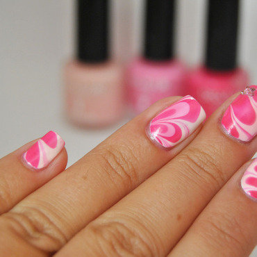 #paintforlife watermarble nail art by Patricija Zokalj