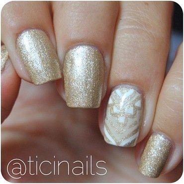 Golden nail art by Patricija Zokalj