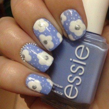 Daisies  nail art by Claudia