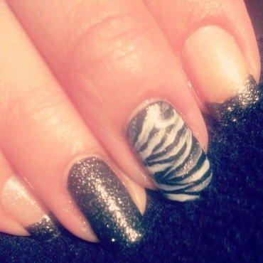Rich Zebra nail art by Valeska Escobar