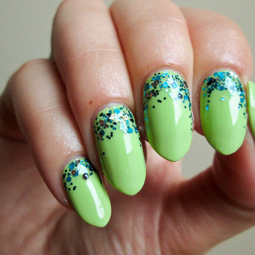 Lime green & glitter nail art by Yenotek