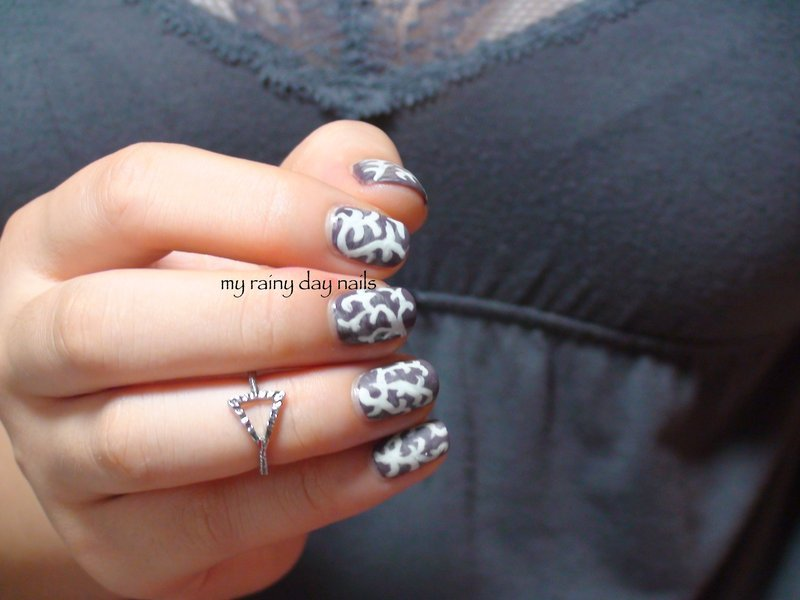 Grungy White Swirls Nail Art nail art by Nova Qi (My Rainy Day Nails)