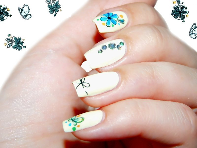 Blue flowers on Vanilla nail art by Paulina Domoradzka - Nailpolis ...