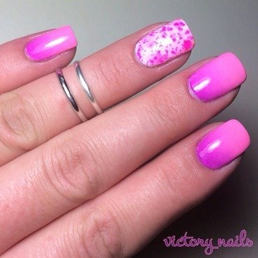 Pink/purple ombré w. glitter accent nail art by Nicole