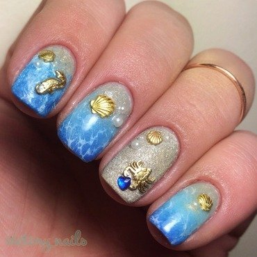 Beach w. Heart of the ocean  nail art by Nicole