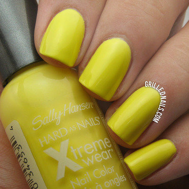 Sally Hansen X-treme Wear Mellow Yellow nail art by Hector Alfaro