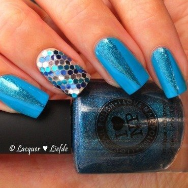 Fishy Glitterplacement nail art by Anna