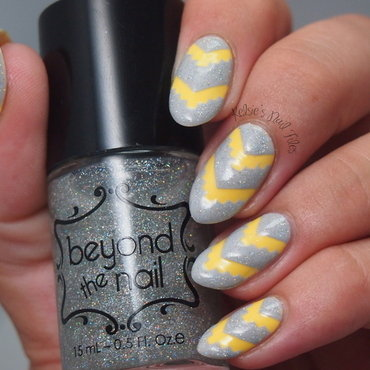 Sunshine, Daisies, Butter Mellow nail art by Kelsie