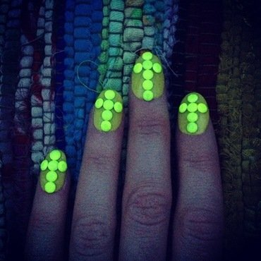 oh my glow. nail art by NAMInails