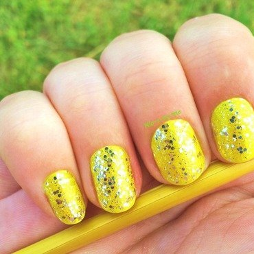 Yellow Glitter nail art by klo-s-to-me