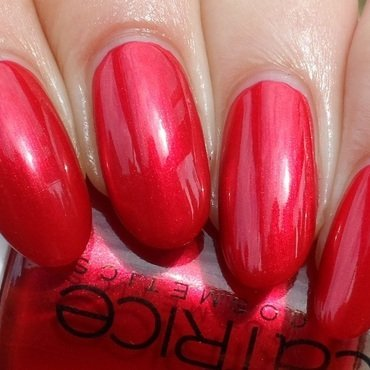 Catrice Alluring Red Swatch by Plenty of Colors