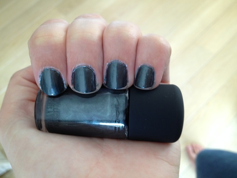 M.A.C Midnight tryst Swatch by LoreV