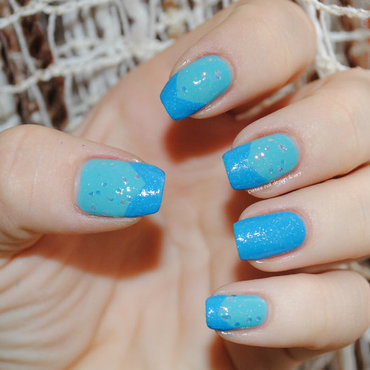 Blue with texture and glitter nail art by Ditta